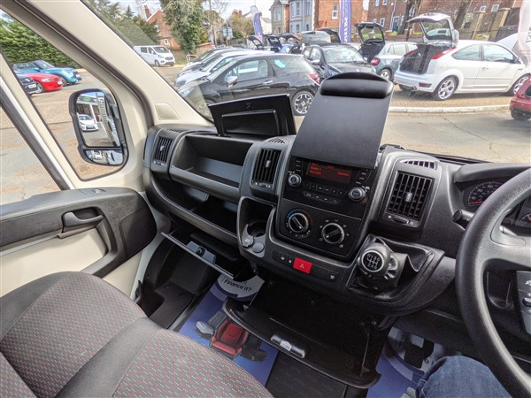 Car For Sale Citroen Relay 35 L3 BlueHDI - CN18FFW Sixers Group Image #21