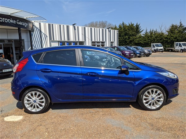 Car For Sale Ford Fiesta - FD65AUX Sixers Group Image #5