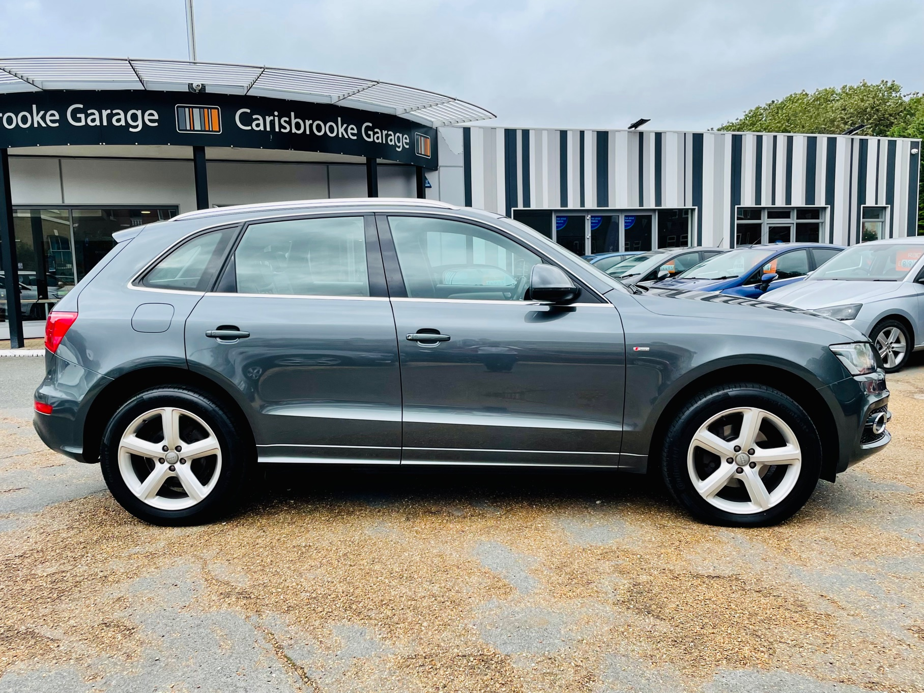 Car For Sale Audi Q5 - HW10OFL Sixers Group Image #2